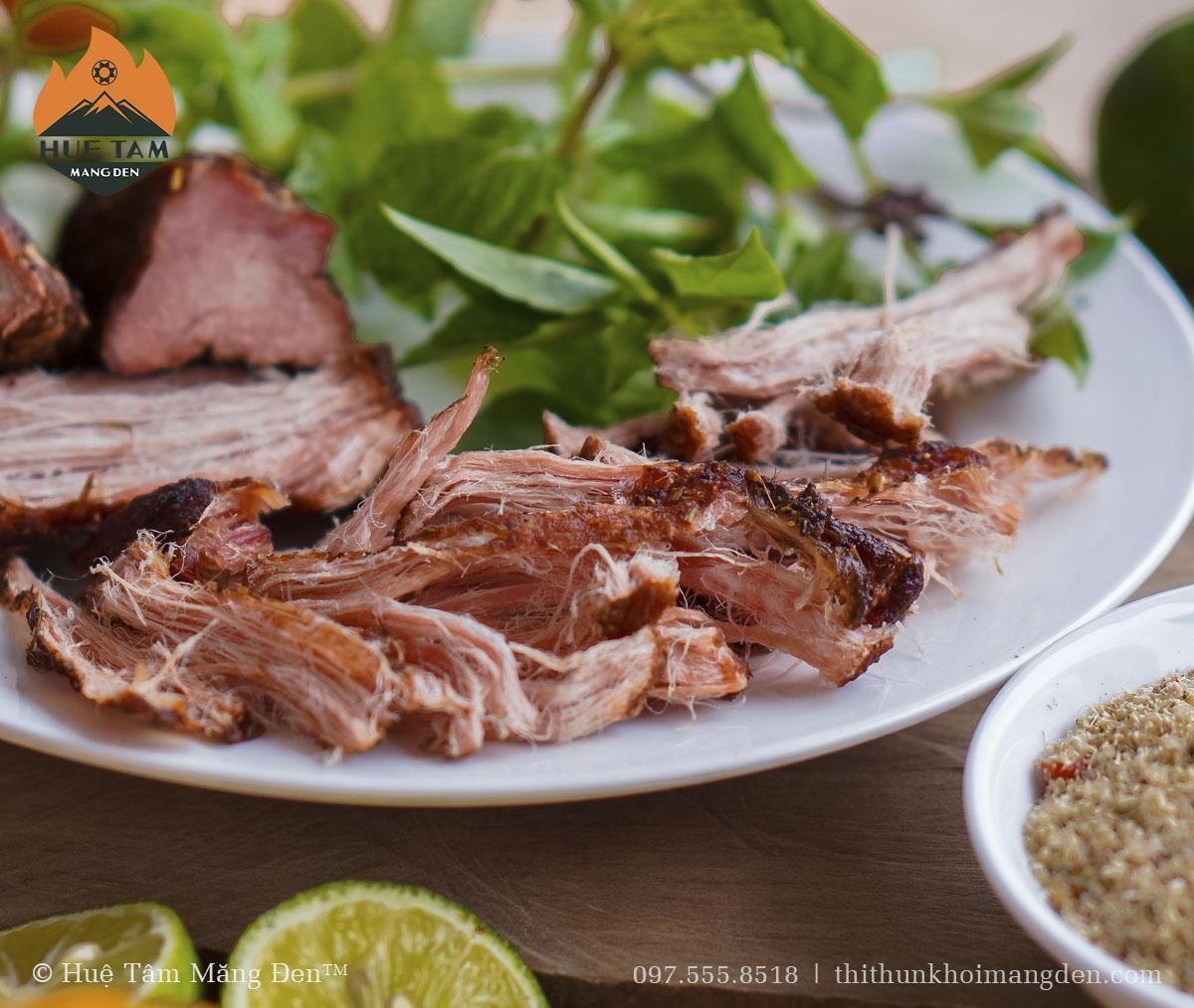 Thịt hun khói măng đen